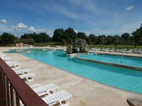 Camping du Domaine de Lanniron : swimming pool
