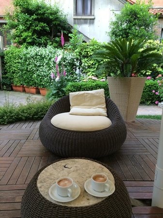 Hotel Abbazia: Garden sitting area