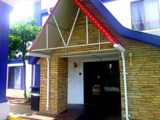 Araamda Inn Norcross: Tacky