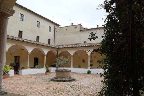 Il Chiostro di Pienza: Lovely cloister courtyard