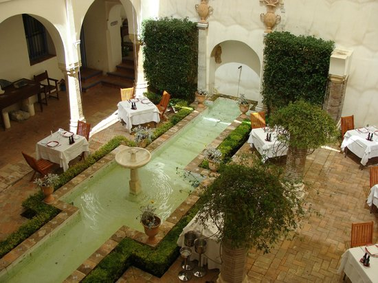 Las Casas de La Juderia: Ristorante nel patio sottostante