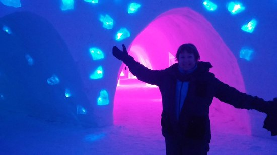 Snow Village: magical ambiance