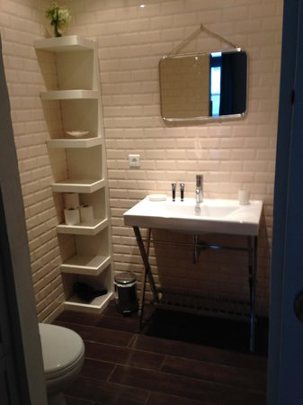 La Maison du Coiffeur : Salle de bain suite Carla