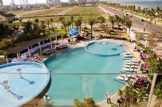 Holiday Beach Danang Hotel & Resort: The pool