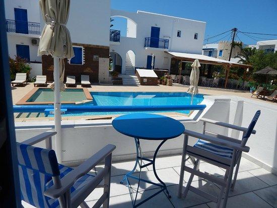 Agios Prokopios Hotel: Vista da piscina a partir da minha varanda