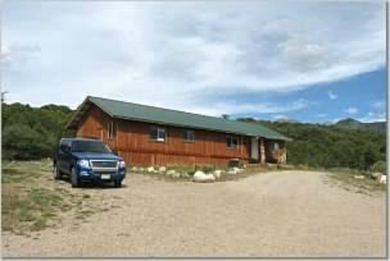 Morris' Last Resort: cabin with parking