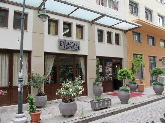 Plaza Hotel: Hotel entrance