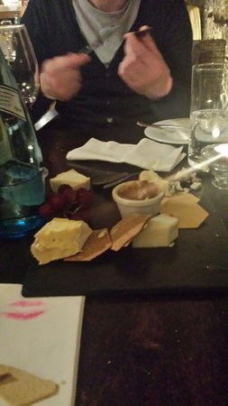 ELY BAR & GRILL: Cheese plate