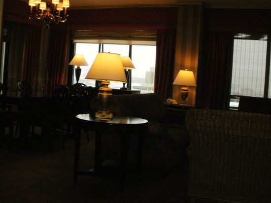 The Hotel Captain Cook: living room