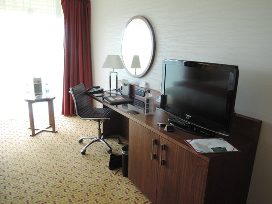 Lingfield Park Marriott Hotel & Country Club: Desk