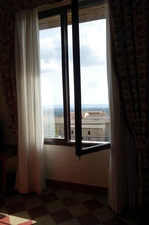 Il Chiostro del Carmine: Lovely large windows
