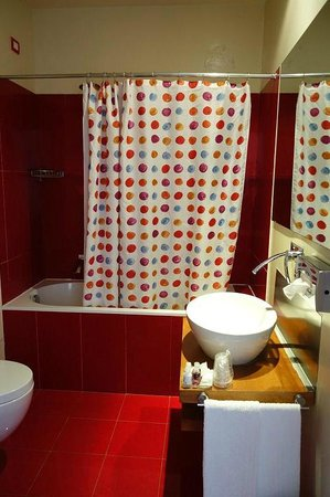 Il Chiostro del Carmine: Recently renovated bathroom - unfortunately no air