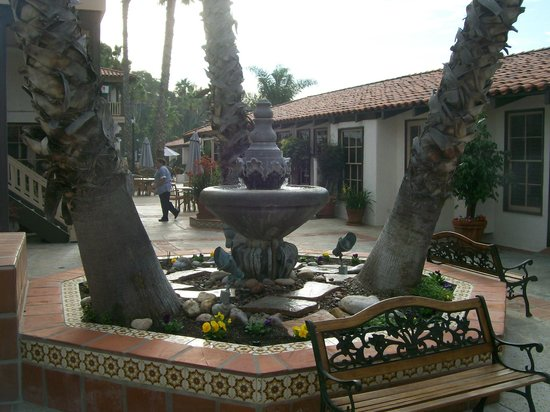 BEST WESTERN PLUS Hacienda Hotel Old Town: patio area out your front door