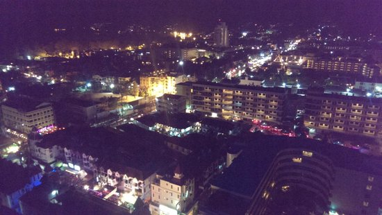 The Royal Paradise Hotel & Spa: Вид из номера на город