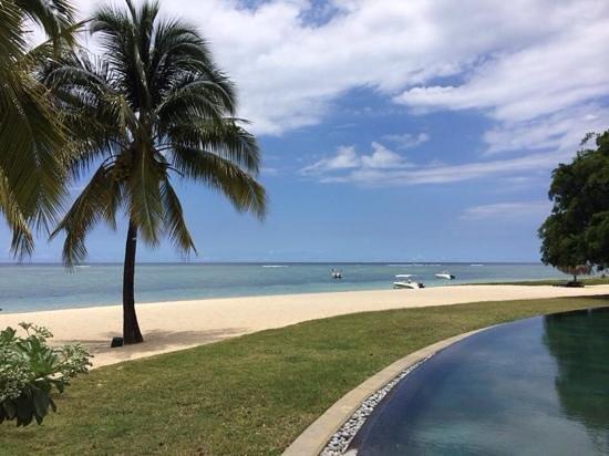 Maradiva Villas Resort and Spa : view from pool