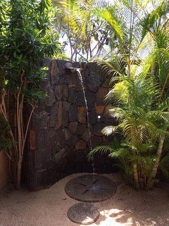 Maradiva Villas Resort and Spa: private outdoor shower