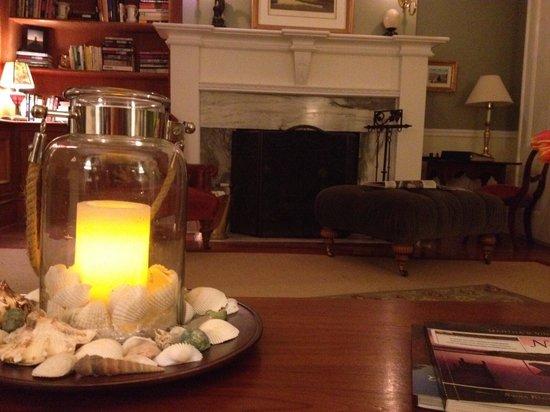 Jonathan Munroe House: Living room