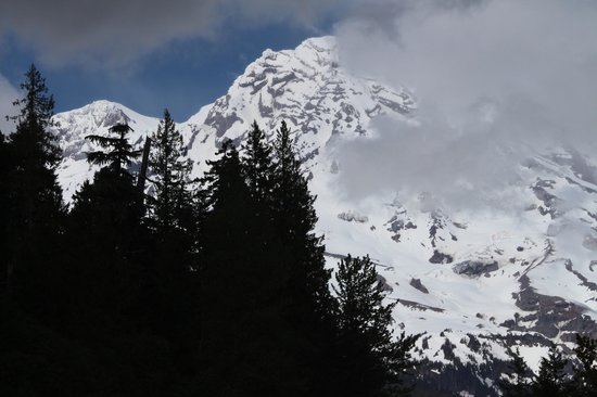 Mount Rainier : Mt Ranier Behind Clouds