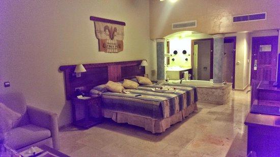 Grand Palladium Palace Resort, Spa & Casino: Honeymoon Room