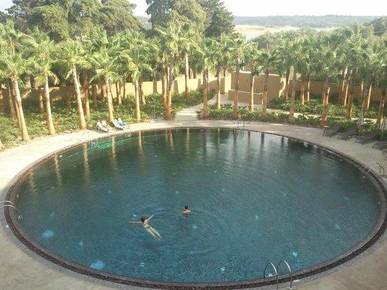 Lago Montargil & Villas: Uma das piscinas porque existem várias...