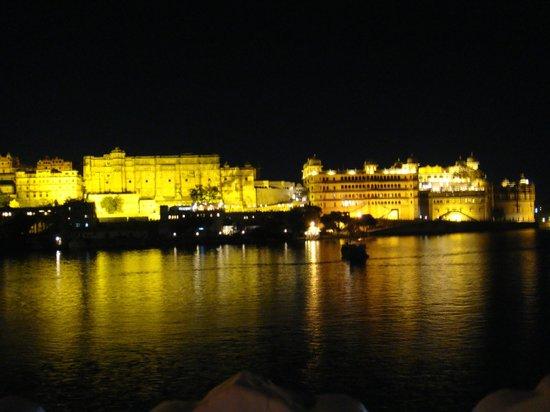 Taj Lake Palace Udaipur: Vista Noturna