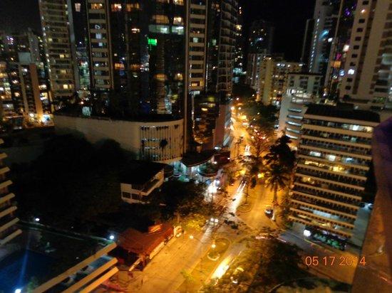 Plaza Paitilla Inn: Vista desde la habitación en la noche