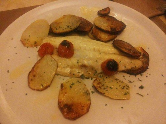Ristorante Berzitello : Filetto di spigola e patate al forno