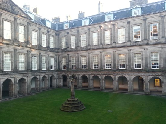 Palace of Holyroodhouse: palace courtyard
