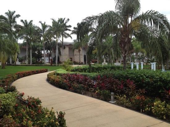 Grand Sunset Princess All Suites Resort : walkways