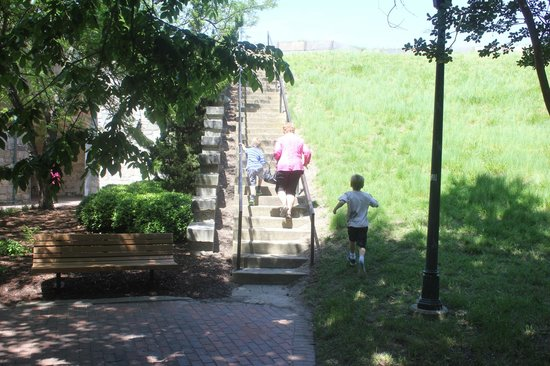 Fort Monroe's Casemate Museum : Walking to the ramparts.