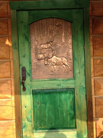 Copper Moose B& B: beautiful copper moose door