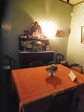 Whaley House Museum: the diningroom