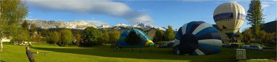 Best Western Grand Hotel de Paris: décollage des montgolfières depuis le parc de l'hotel