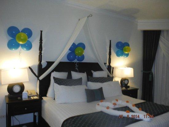 Dreams La Romana Resort & Spa: bon anniversaire décoration dans la chambre
