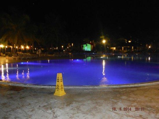 Dreams La Romana Resort & Spa : piscine principale de l'hôtel