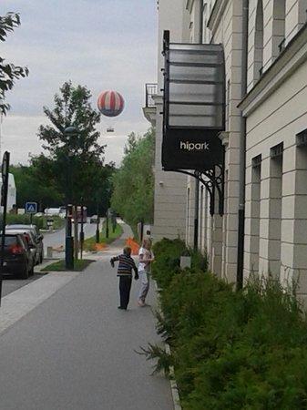 Hipark Serris-Val d'Europe : Воздушный шар Диснейленда виден от отеля