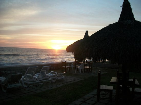 Villas El Rancho Green Resort: Sunset
