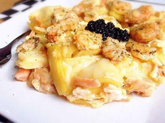 Entrecañas: Revuelto de patatas con langostinos y salmón