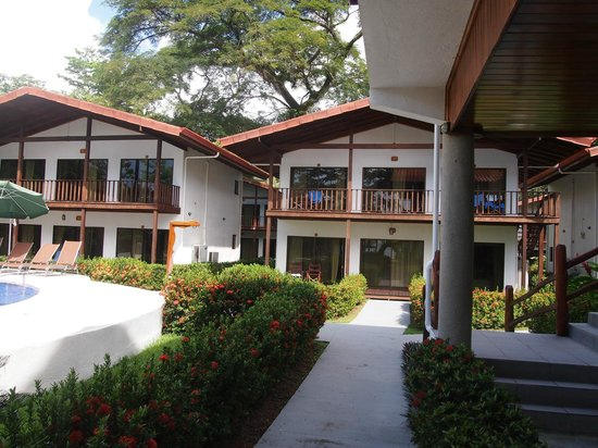 Agua Dulce Beach Resort : Poolside Rooms
