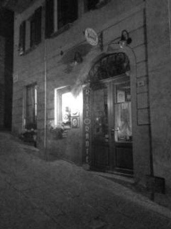 Beautiful and quiet night outside Le Logge del Vignola