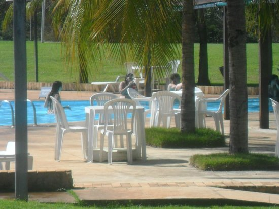 Aguas de Santa Barbara Resort Hotel : piscina e bar