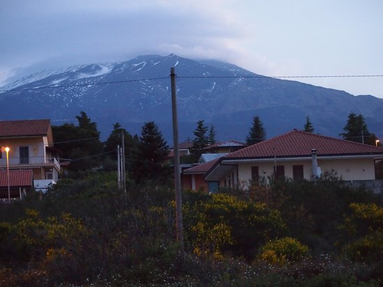 Mister Etna B&B: View of Mt Etna from our room