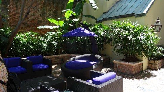 Hotel Le Marais: Courtyard - corner
