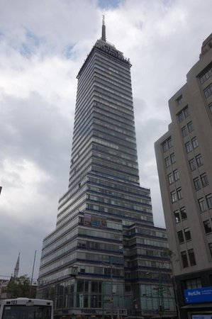 Torre Latinoamericana: Tower from the ground