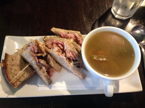 Bia Restaurant: Beautiful Soup and Sandwich