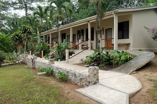 Bocawina Rainforest Resort & Adventures: Exterior of most affordable rooms