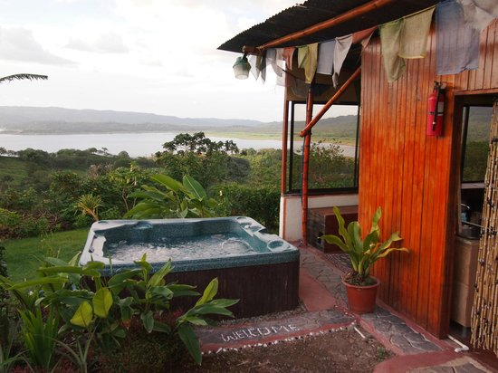 Essence Arenal Boutique Hostel : Hot tub & Arenal Lake