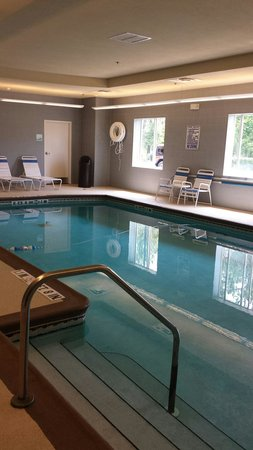 Holiday Inn Express Hotel & Suites Saint Augustine North: Inside pool
