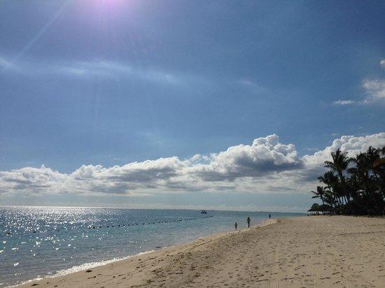 La Pirogue Resort & Spa : Beach