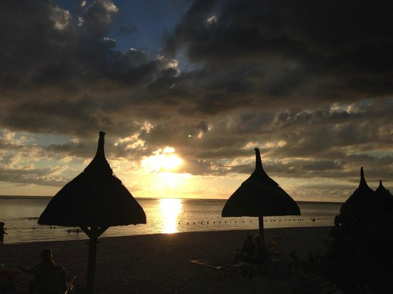La Pirogue Resort & Spa : Sunset